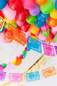 DIY-Fiesta-Balloon-Ceiling2-1-768x1152